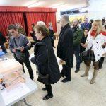 Hospitalet de Llobregat  Baix Llobregat  20 12 2015   Politica  ELECCIONES GENERALES    Ambiente electoral en el Col legi Josep Janer       FOTO DANNY CAMINAL